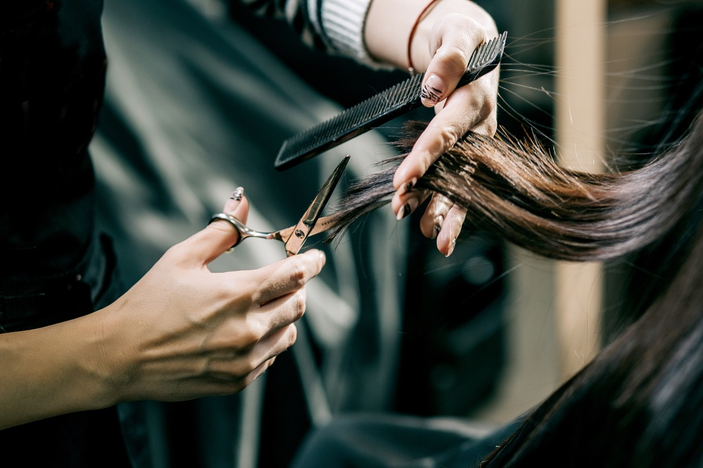 hair stylist cutting womens hair